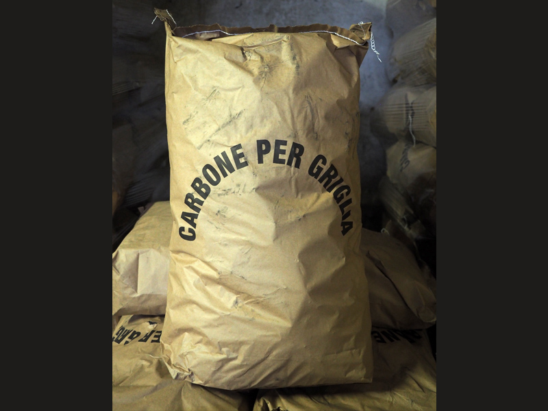 Carbone vegetale per griglia argentino in confezioni da 20 Kg
